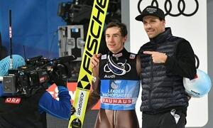 In diesem Jahr konnte Kamil Stoch (links) den Grand Slam bei der Vier-Schanzen-Tournee erzielen. Foto: AFP PHOTO / APA / BARBARA GINDL / Austria OUT