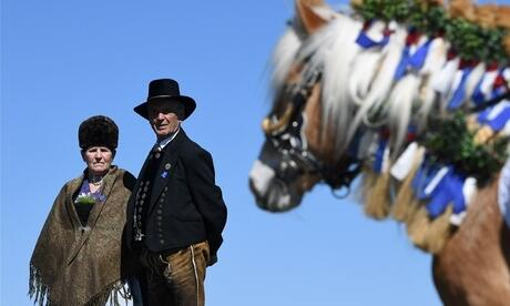 Ein Paar in Tracht Foto: afp/Christof Stache