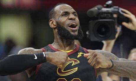Basketball-Superstar LeBron James wechselt von den Cleveland Cavaliers zu den Los Angeles Lakers. Foto: Tony Dejak/AP