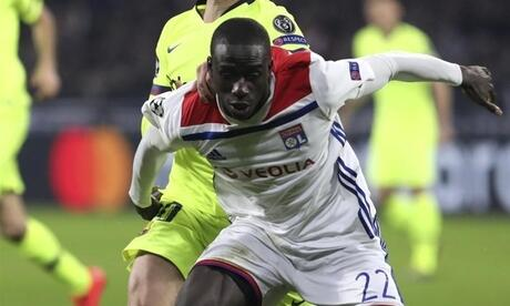 Ferland Mendy (vorn, in Aktion für Olympique Lyon) wechselt zu Real Madrid. Foto: Laurent Cipriani/AP